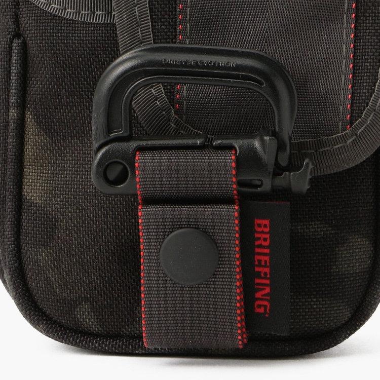 ベルトループなどに装着可能なグリムロックを装備し、グリムロックと本体の接合部にはマグネット式バックル「FIDLOCK(フィドロック)」を採用。