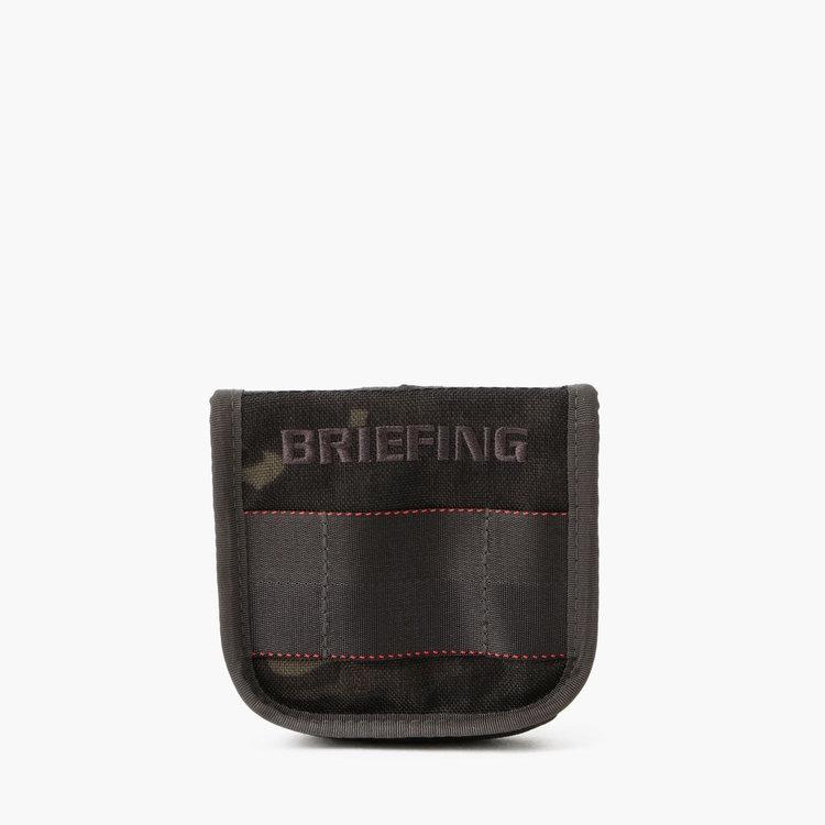 BRIEFINGロゴにウェビングテープを配したブランドらしさを感じるデザイン。