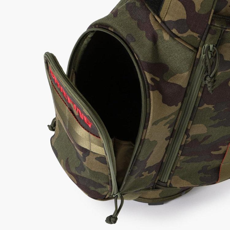 ゴルフボール1ダースを収納できる収納力抜群の立体的なポケット。