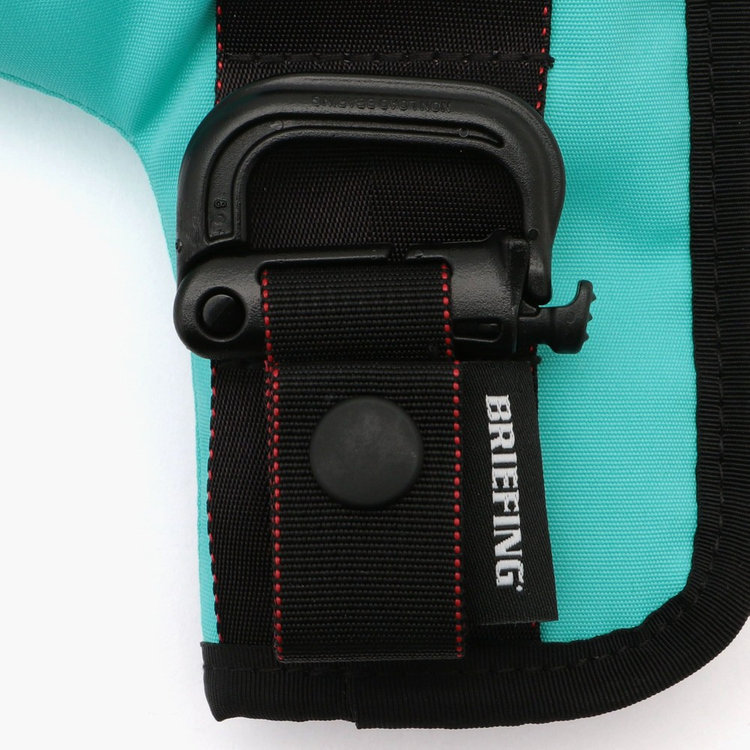 パンツのベルトループに装着可能なグリムロックが付属。