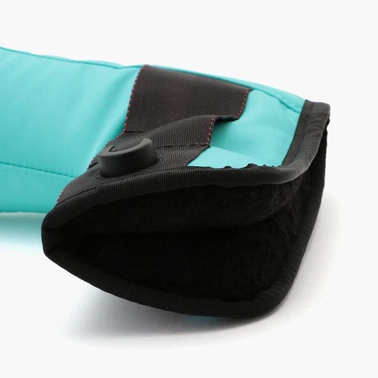 カバー内部にはボア素材を用いることで、クッション性を高め、クラブに傷がつきにくい構造に。