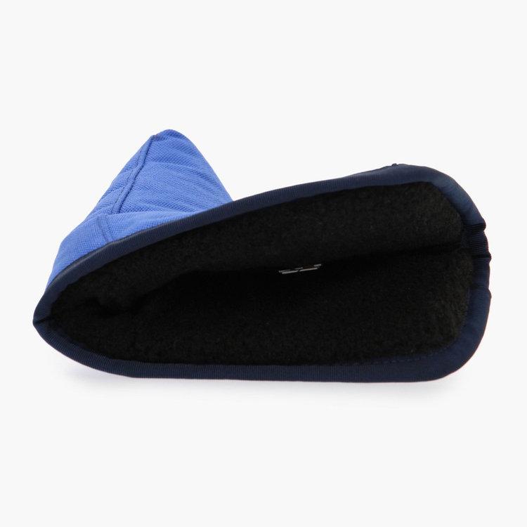カバー内部にボア素材を使用しクッション性を高めることで、パターに傷がつきにくいよう配慮。