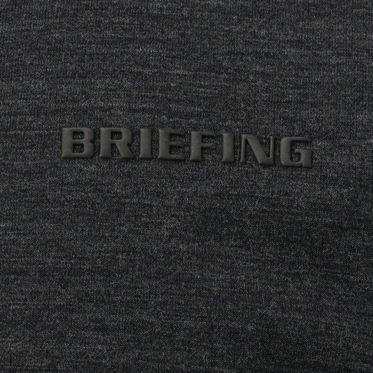 胸元に配した刺繍はあえてワントーンにすることで、素材の風合いが際立つシックな仕上がりに。