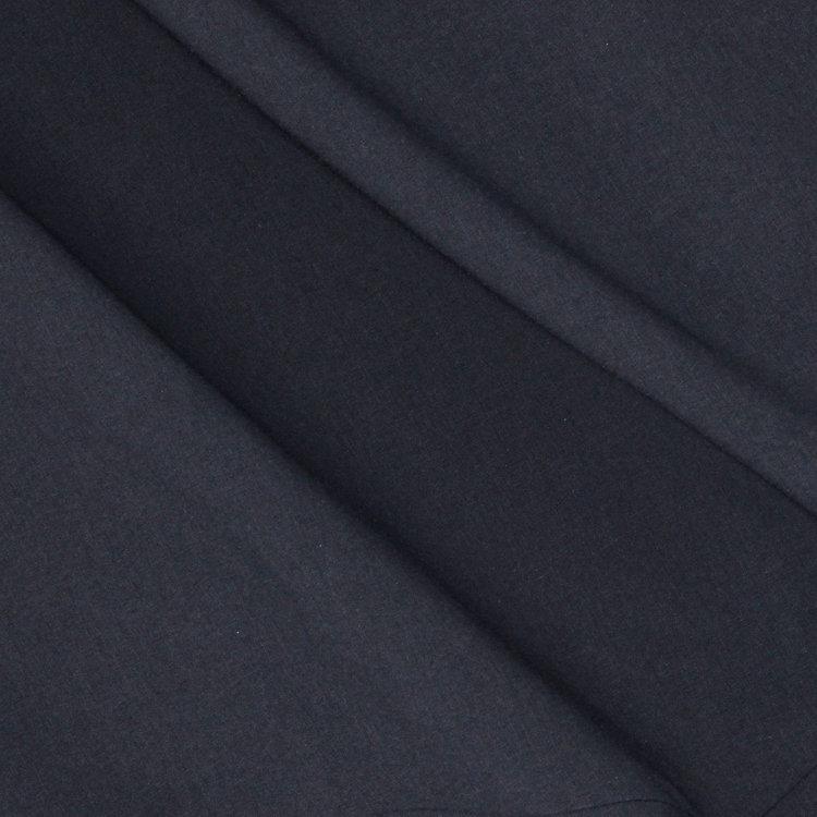 ソフトな肌触りと軽快な伸縮性、シワや型崩れに強いソロテックスを用いたファブリックを使用。