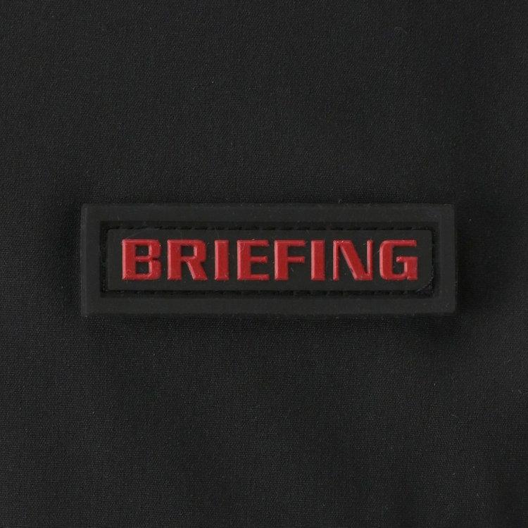 胸元に配したBRIEFINGロゴのシリコンワッペンがさりげないアクセントに。