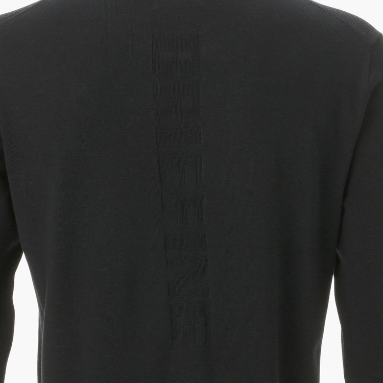 フロント・バックにあしらったBRIEFINGロゴはプリントではなく編地で表現。