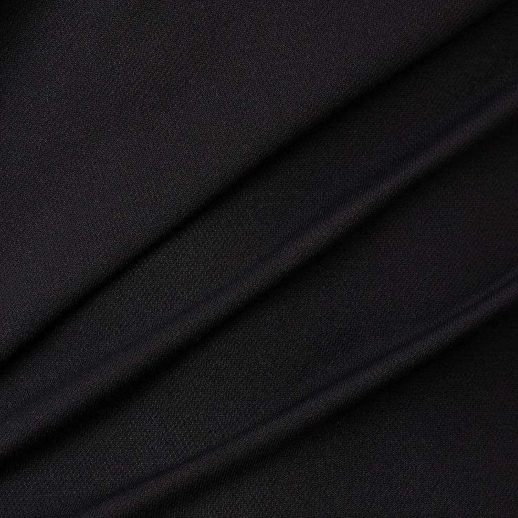 軽量で、吸汗性・速乾性に優れた「スペースマスター」を用いた素材をメインに使用