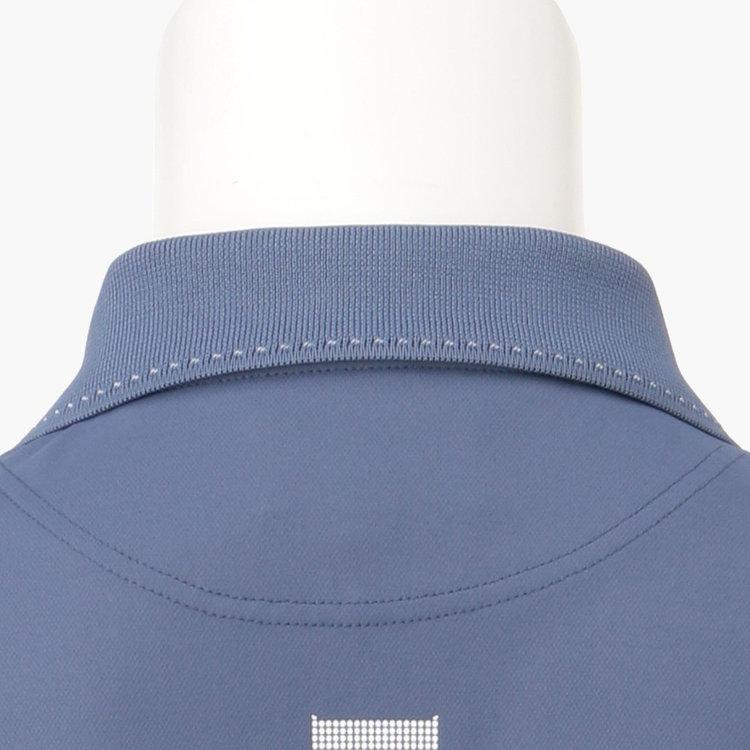 襟や袖口にあしらった配色のステッチ。ステッチの配色は、カラーごとに異なる色をチョイス。