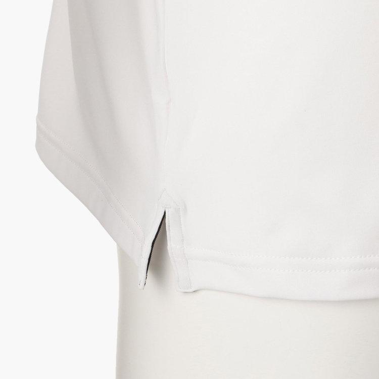 裾にはスリットをあしらい、タックアウトの際にもバランスよく着用できます。