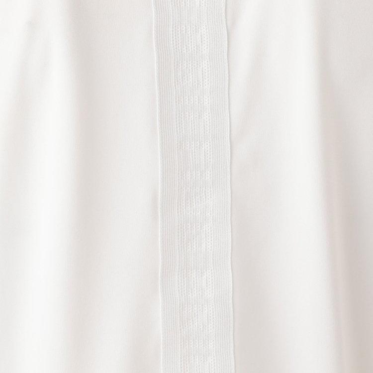 背面にはメッシュの編みで表現したBRIEFINGロゴ柄のテープをあしらい、上品ながら存在感ある仕上がり。