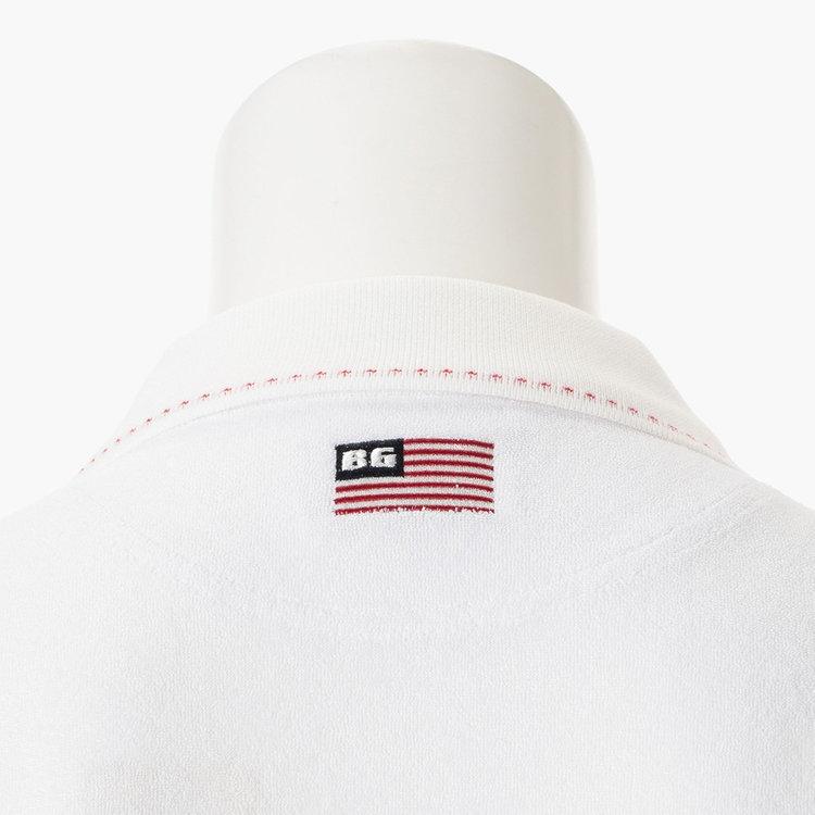 背面首元に配した星条旗モチーフの刺繍。