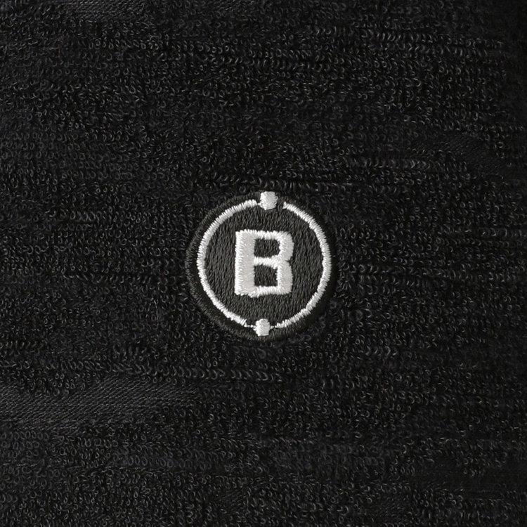 右袖部分に配したBマークロゴ刺繍。
