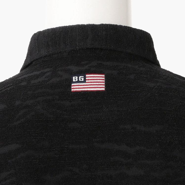背面側首元には星条旗モチーフの刺繍をあしらいました。