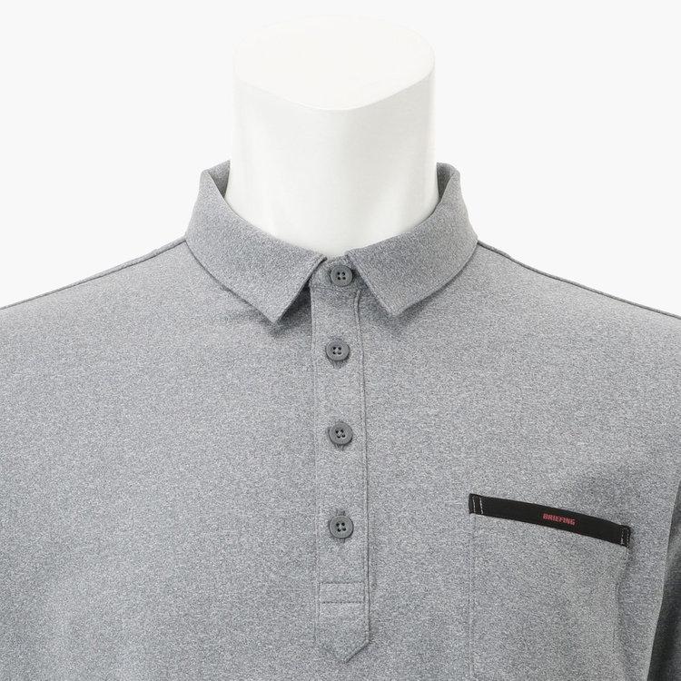 軽快な印象を与える小さめの襟のデザインを採用。