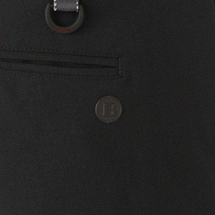 バックポケットに配したBマークロゴがさりげないアクセントに。