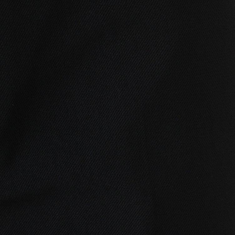 縦横4方向に伸縮するナイロン4WAYストレッチをメイン素材に使用。快適な履き心地はもちろんのこと、軽量でしわになりにくいのも嬉しい魅力。