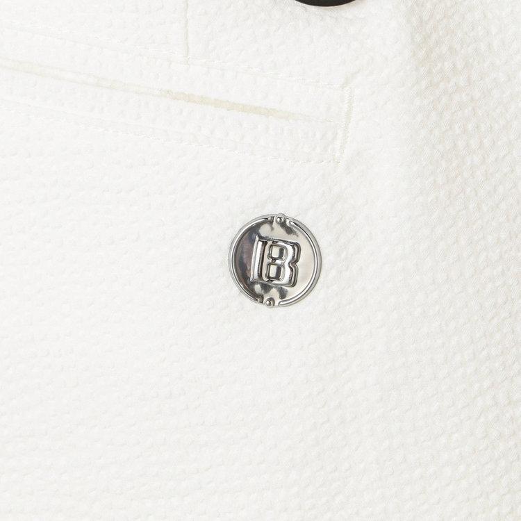 背面側ポケット部分に配したBマークのメタリックロゴがさりげないアクセントに。