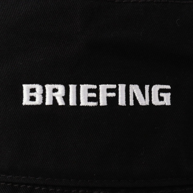フロントに配したBRIEFINGロゴ刺繍がさりげないポイントに。