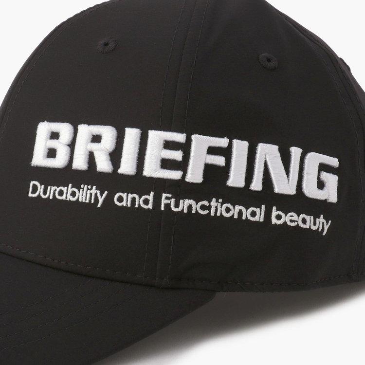 BRIEFINGロゴを大胆に配置しながらも、刺繍で表現する事によって上品さを感じる仕上がりに。
