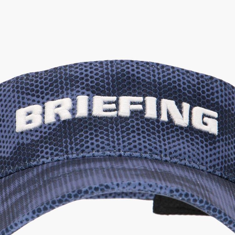 フロントに配したBRIEFINGロゴはプリントではなく刺繍で表現。