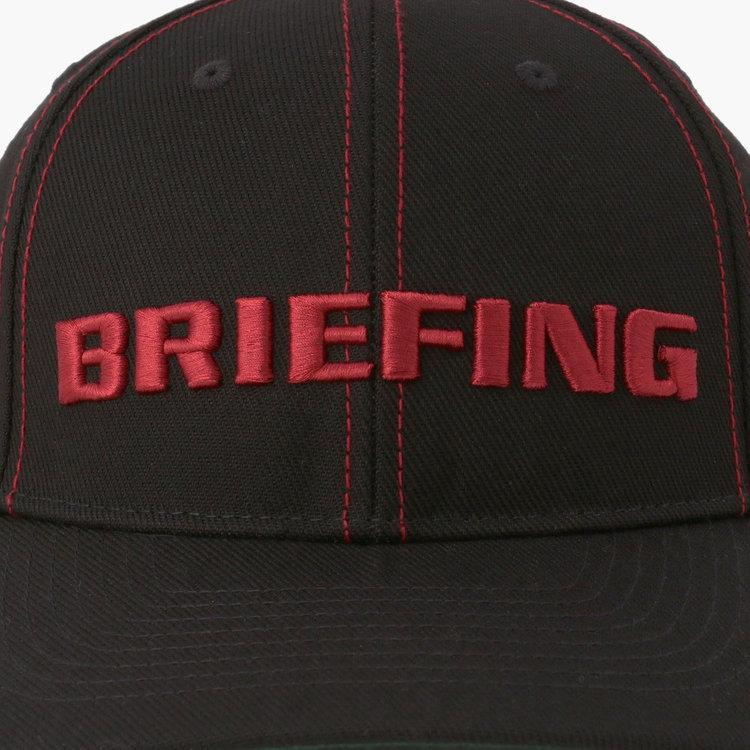 フロントにはおなじみBRIEFINGのロゴ刺繍を配し、さらに配色のステッチをプラスした存在感ある仕上がり。
