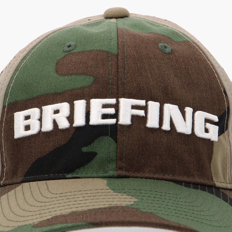 フロントパネルはカモフラ柄を採用。さらにBRIEFINGロゴの刺繍を配した存在感ある仕上がり。