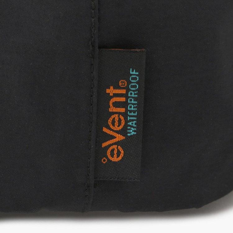 ウォータープルーフ加工を施した高機能透湿素材、「eVent WATERPROOF」を採用。