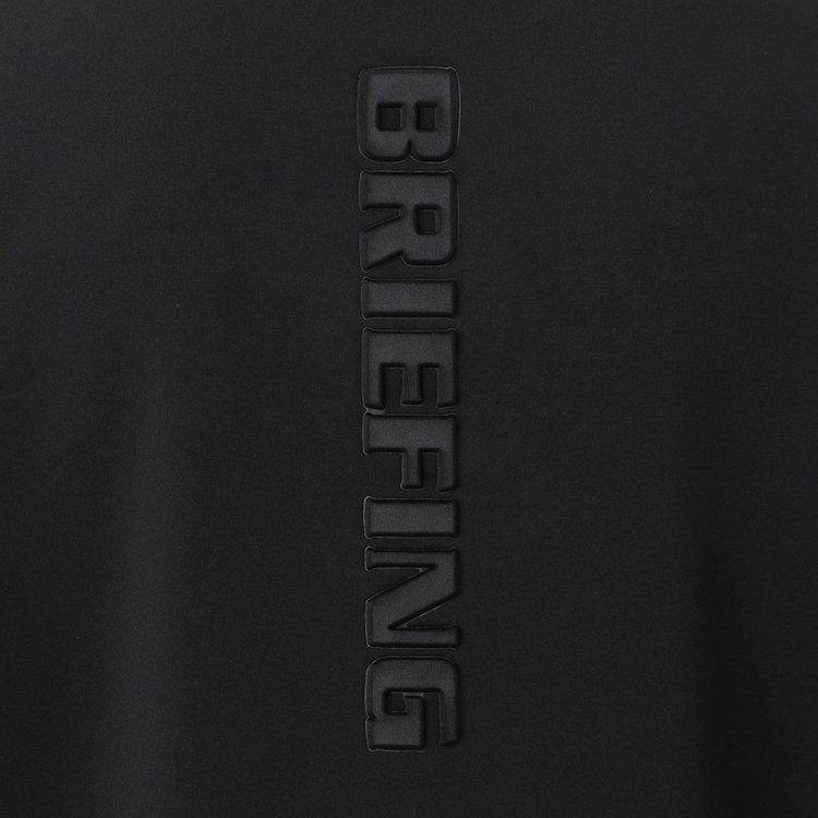 背面に配したBRIEFINGロゴは配色ではなく凹凸で表現することで、上品な印象に。
