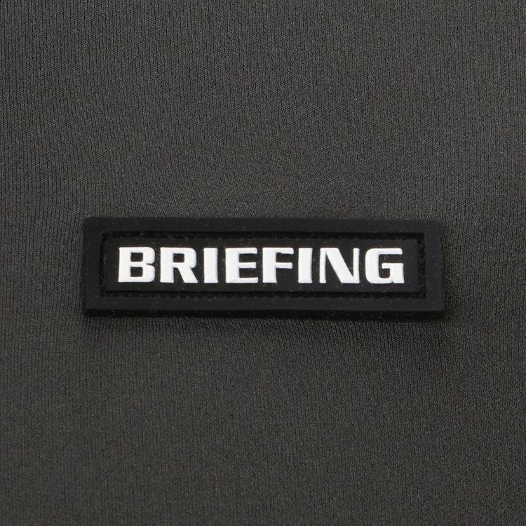 胸元にはBRIEFINGロゴを配したシリコンワッペンをあしらい、さりげないアクセントに。