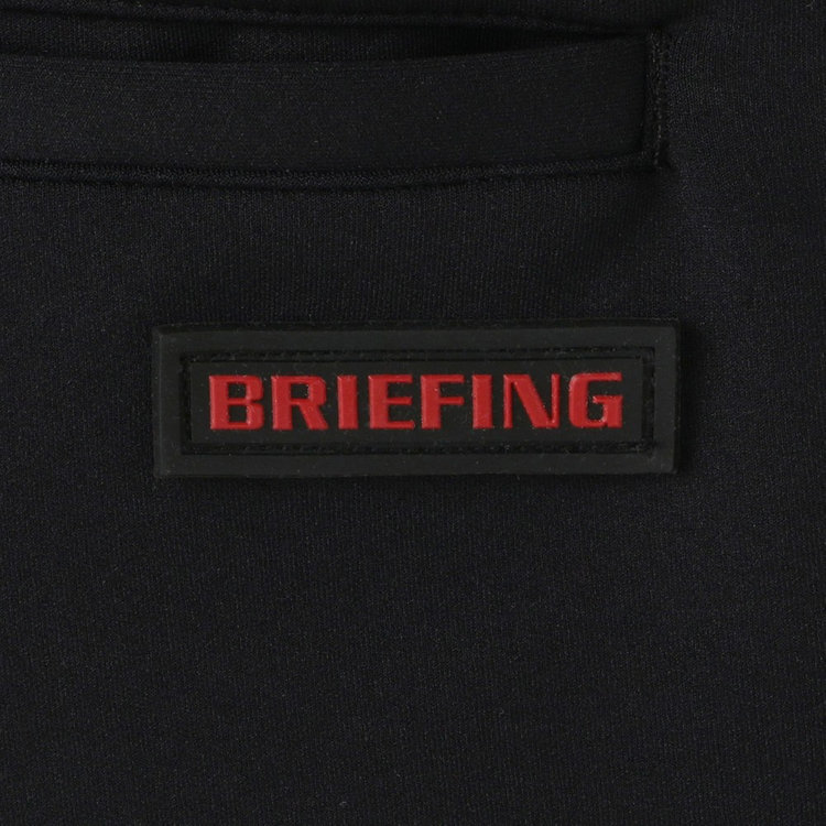 バックポケットにはBRIEFINGロゴ入りのシリコンワッペンをあしらいました。