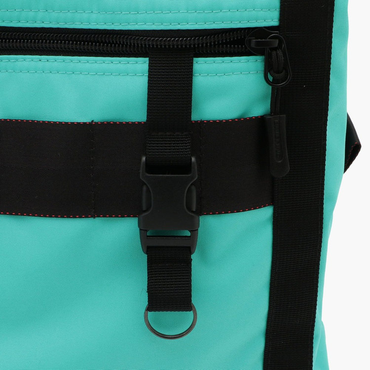 フロントのジップポケット内部には着脱式のキーホルダーを搭載。