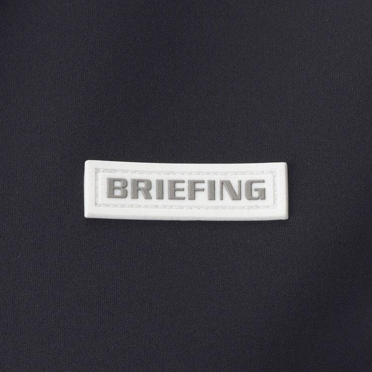 胸元にはBRIEFINGロゴをあしらったシリコンワッペンを配し、さりげないアクセントに。