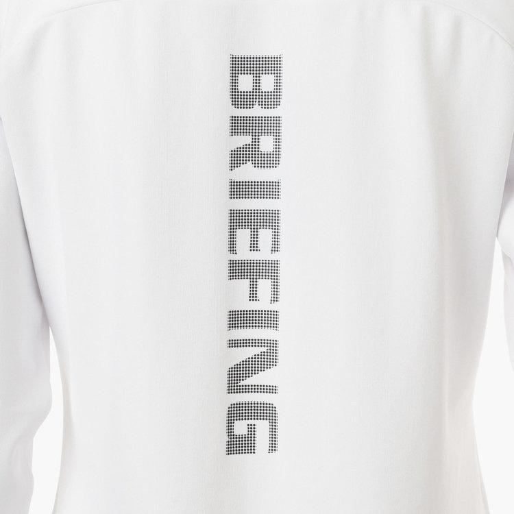 背面にはBRIEFINGロゴを大胆に配し、シンプルに着用した際も様になります。