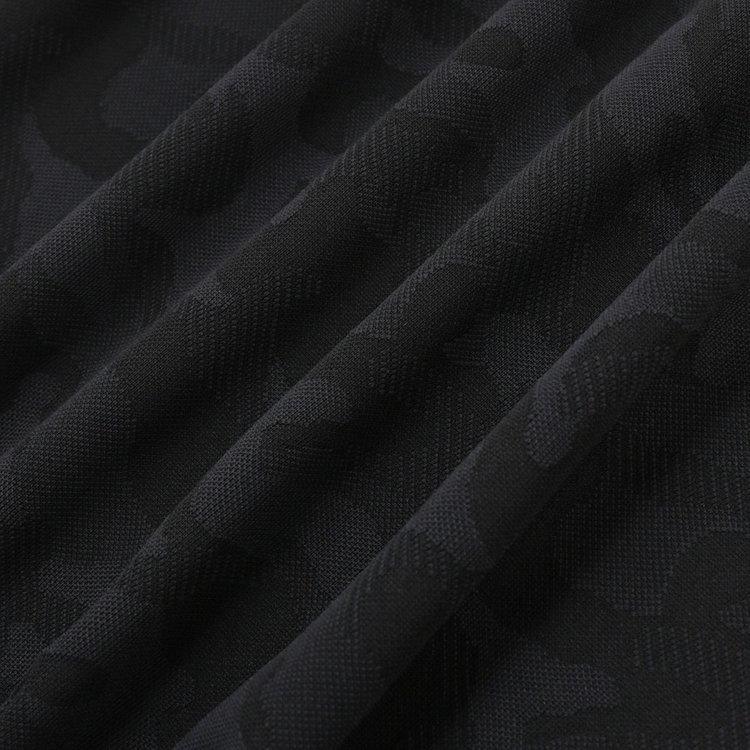 配色ではなく織りで表現したカモフラ柄は、存在感がありながらシックな仕上がり。