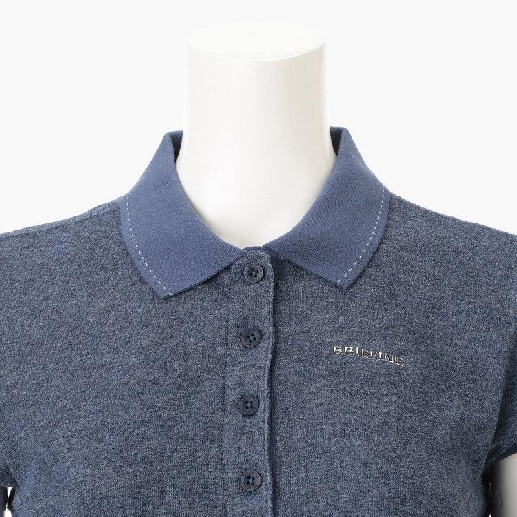 襟には配色のステッチを施し、さりげないアクセントに。