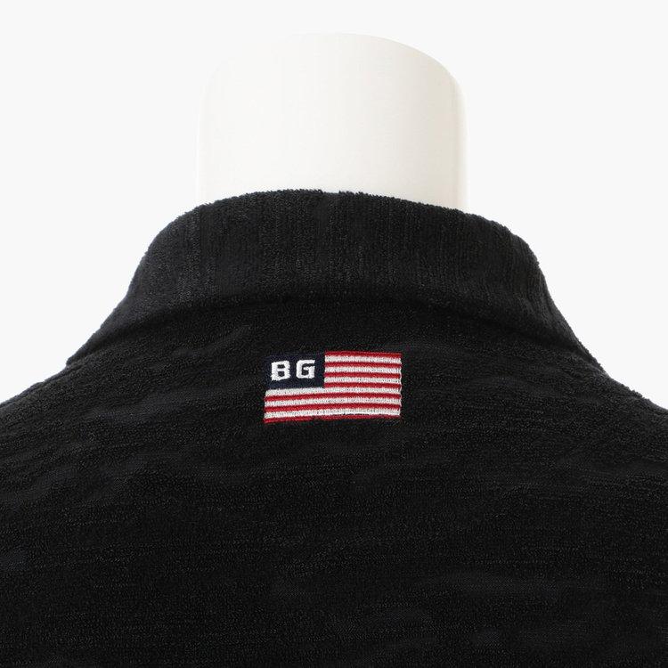 背面首元にあしらった星条旗モチーフの刺繍。