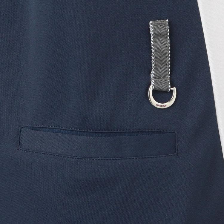 バックポケット上部には、配色のベルトループを配し、さりげないアクセントに。Dカン付きで鍵など装着する事も可能。