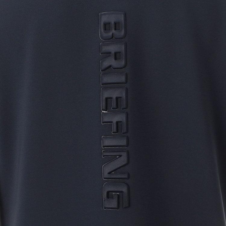 面に配したBRIEFINGロゴは配色ではなく凹凸で表現することで、上品な印象に。