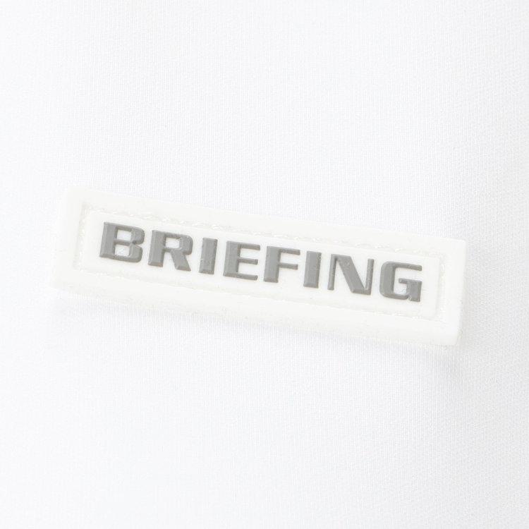 胸元に配したBRIEFINGロゴ入りのシリコンワッペン。