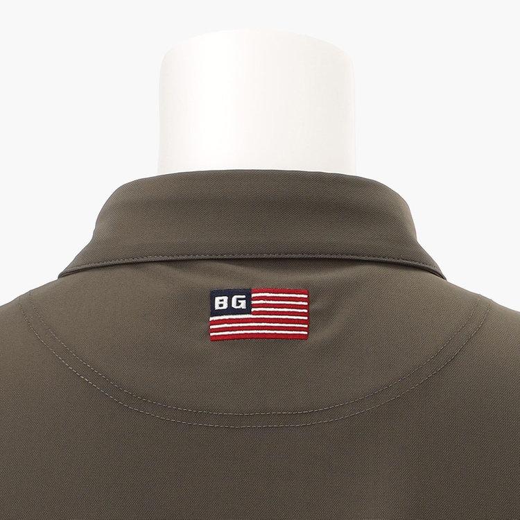 背面首元には星条旗モチーフの刺繍をあしらいました。