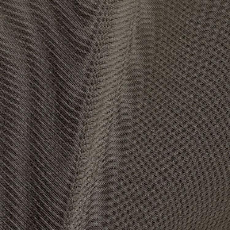 あらゆる方向に心地よく伸び、肌離れのよいタッチが特徴のSALAVENA(R) twill tricotをメインに使用し、動きやすさと快適な着心地を実現。