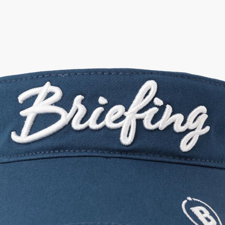 フロントにBRIEFINGロゴの刺繍を配した存在感ある仕上がり。