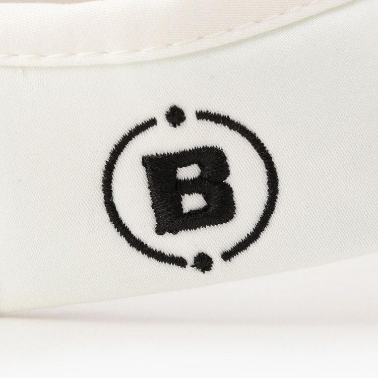 右サイド部分にはBマークのロゴ刺繍をあしらい、さりげないポイントに。