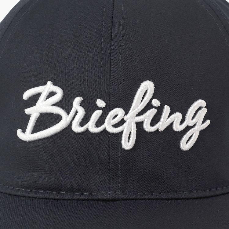 フロントにBRIEFINGロゴをあしらった存在感ある仕上がり。
