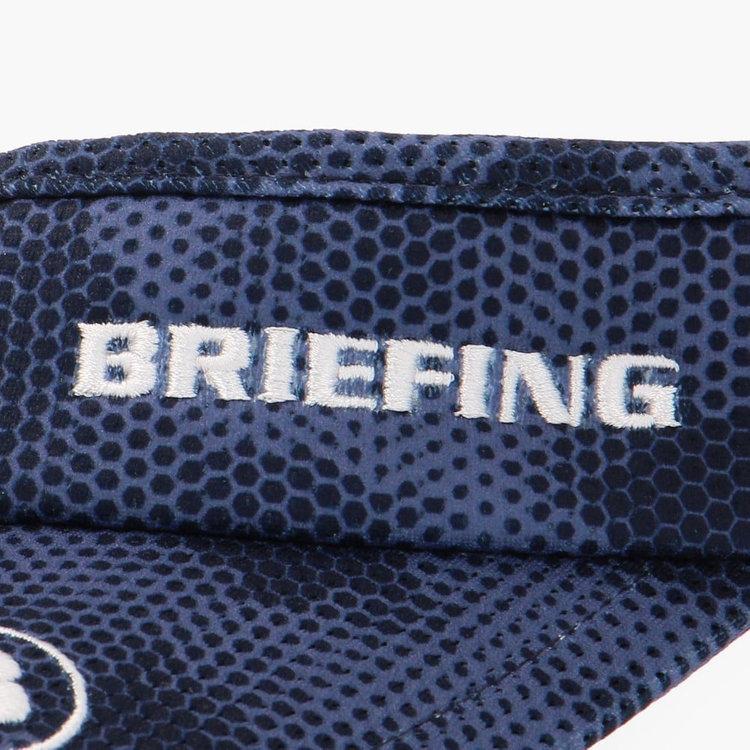 BRIEFINGロゴ、Bマークの刺繍をあしらい、さりげないアクセントに。