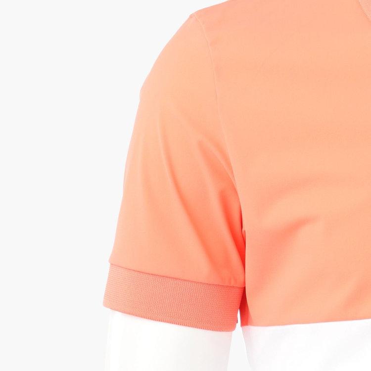 襟や袖口には、配色のステッチをあしらいました。