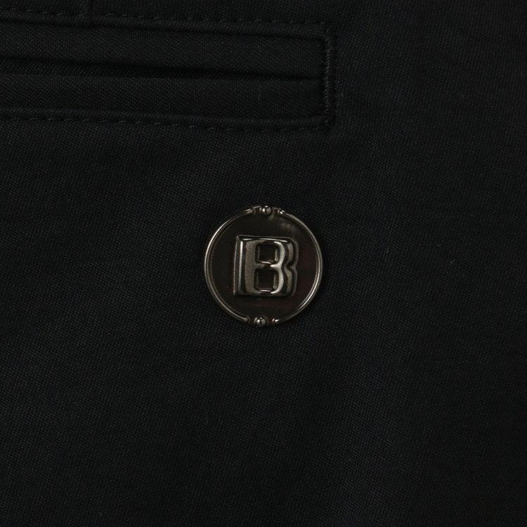 バックポケットに配したBマークは、シルバーのロゴではなくブロンズカラーのメタリックロゴを採用。