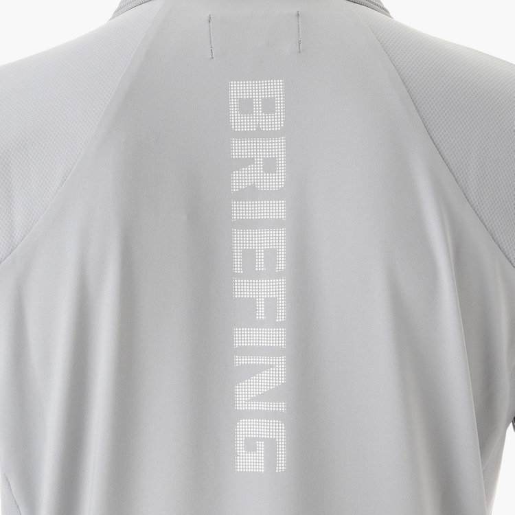 背面には、大胆にBRIEFINGロゴをあしらいました。
