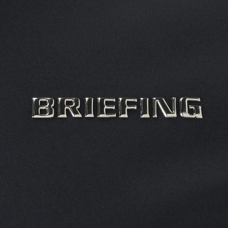 胸元に施したBRIEFINGのメタリックロゴがさりげないアクセントに。