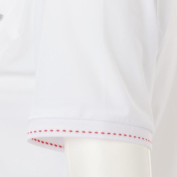 襟や袖口のリブに配色のステッチをあしらいました。